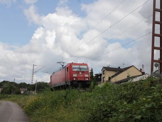 185 284 -2 in Saarlouis Roden (mit Makro und Handgruß)