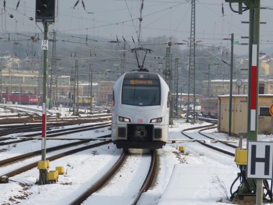 429 127 am 16.1.20 im winterlichen Saarbrücker Hbf.
