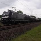 BR 185 552-7 MRCE mit einem Kesselzug bei der Einfahrt in Neunkirchen Saar Hbf